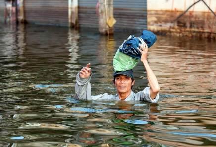 141101-bangkok-floods-mn-1810_a81ffbdf6772402acbd2250dbe403d02.nbcnews-fp-880-600